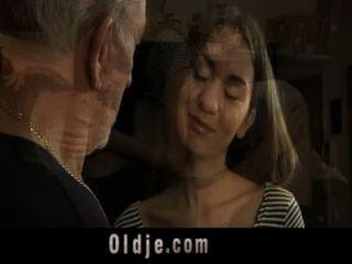 老人他媽的肛門青少年性感的母狗