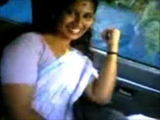 喀拉拉邦阿姨shanthi胸部顯示在全方位麵包車