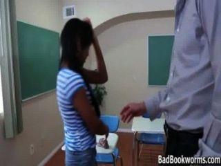烏木女學生捉住了一個高峰在成績badbookworms.com