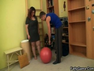 可愛的脂肪誘惑健身教練