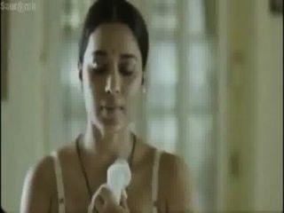 熱的bangali女演員禮服在她的叔叔前面改變