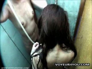 隱藏在淋浴房的相機