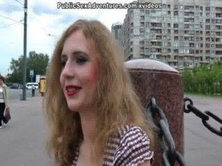 金髮美女戶外性