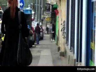 性感的寶貝在街上拿起一個好他媽的33