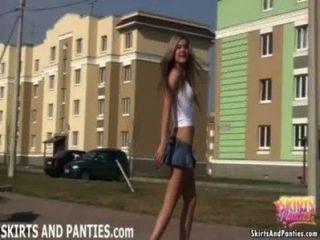 佛羅里達閃爍她的內褲在她的公寓外面