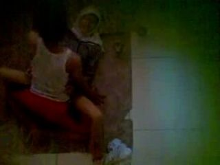 spycam鄰居穿著jilbab在地板上有性