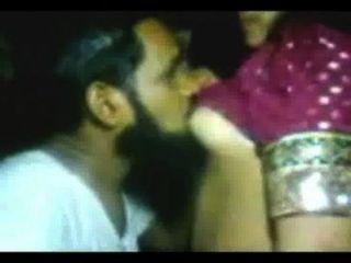 女孩被印度穆斯林學者操
