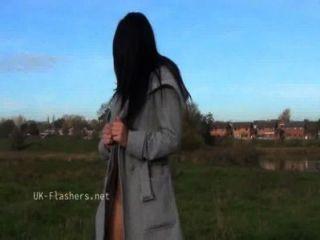 黑暗的chloe小丑公開裸露和室外偷窺戲弄由性感的英國bab