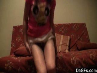 俄羅斯青少年喜歡顯示她的屁股在網絡攝影