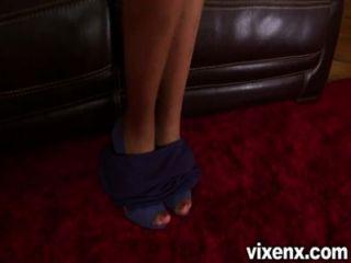 絲襪的vixenx美麗的黑妞打與貓