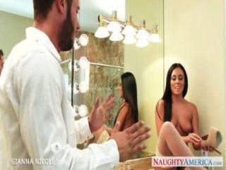 放養的寶貝吉娜娜尼科爾他媽的在浴