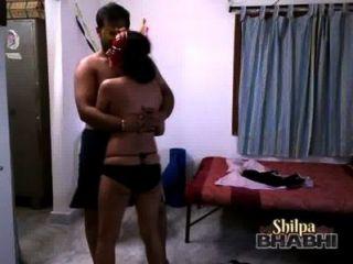shilpa bhabhi性感的印度寶貝在與丈夫的比基尼跳舞