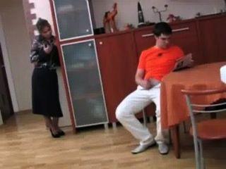 俄羅斯一步媽媽他媽的她的兒子第1頁