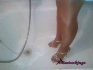 藍色禮服的淋浴,曬黑連褲襪和高跟鞋[aniastockings]