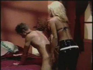 肛門男性吉爾凱利strapon他媽的一個假陽具的傢伙