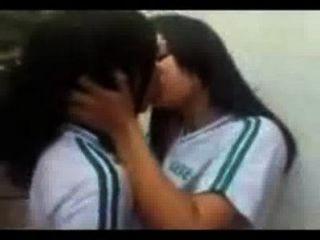 desi女同性戀在大學校園裡