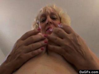 bbw醜陋的絕對想要一個雞巴在她的嘴裡