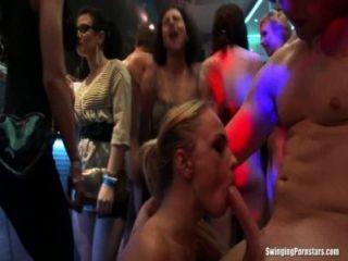性感的黨小雞他媽的在俱樂部狂歡