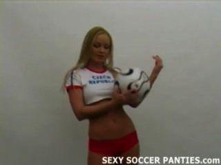 燃燒的熱捷克足球女孩剝離