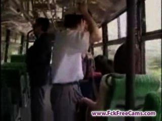 手淫在公共汽車fckfreecams.com