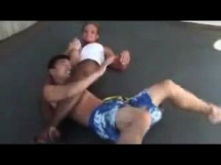 混合摔跤buff女孩鎖弱傢伙