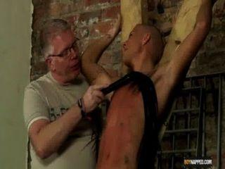 奴隸男孩做噴