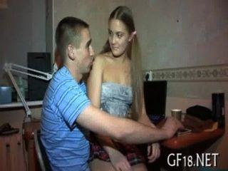 他的女朋友很難鑽