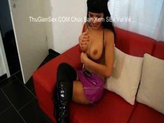 蕩婦在大腿高靴採取它從視頻後面