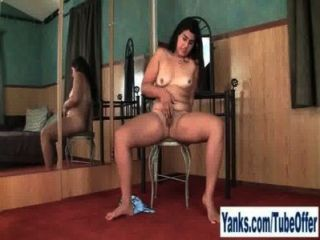 刺穿的業餘女孩米爾指法她的陰部