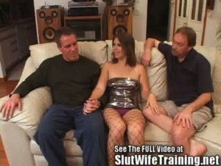 年輕的妻子他媽的由hubby和骯髒的d
