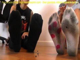 朋克顯示小腳的奴隸巨人sfx巨人sfx羞辱