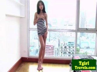 亞洲ladyboy amay喜歡顯示她的屁股