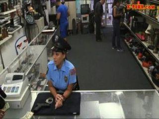 ms警察與大胸部他媽的與典當的人