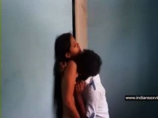 印度性電影南印度人sunil吮他的gf neetas熱胸部在免費的印度色情管