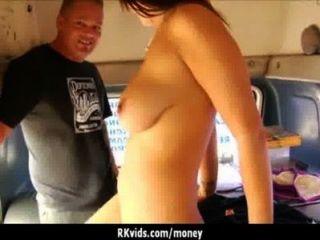 絕望的青少年赤裸在公眾和他媽的支付租金29