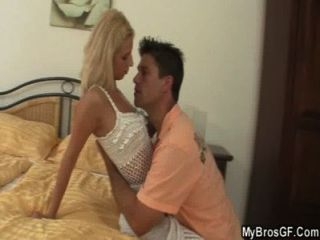 丈夫捕捉作弊女朋友與情人
