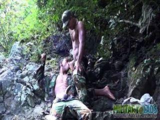 渴望的短襪嘴亂搞在叢林