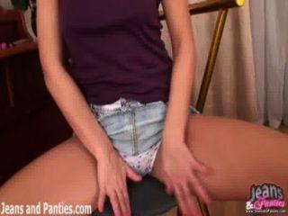 mimmie閃爍她的內褲在你