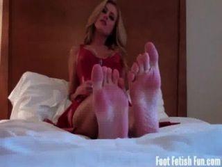 崇拜我的腳,吸我的小腳趾