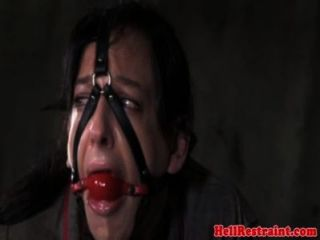 瘀傷和嘴巴襤褸skank
