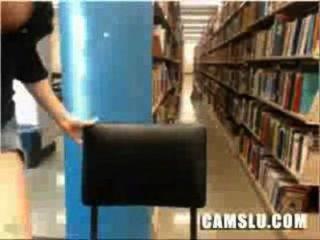 我超級可愛和漂亮的亞洲圖書館凸輪女孩被抓住