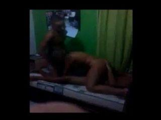 隱藏的相機在巴西公主的房間