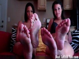 看我們散佈我們可愛的小腳趾