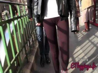 街頭駱駝,綁腿的女孩