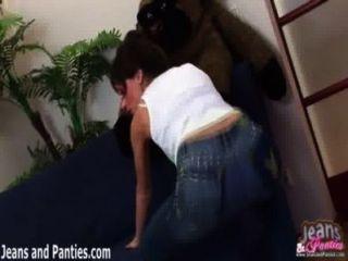 哦,我的上帝這些緊身牛仔褲是如此緊