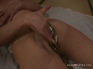 連褲襪自慰指法的成熟婦女使用在m的振動器