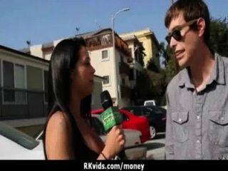 絕望的青少年赤裸在公共和他媽的支付租金8