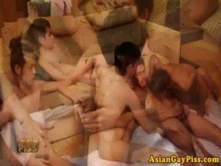 同性戀亞洲尿愛好者有一個狂歡