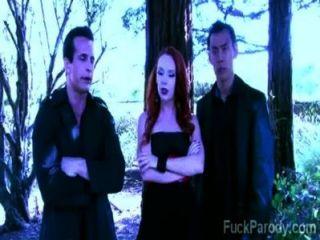 這些飢渴的吸血鬼與熱血有樂趣在這個xxx模仿