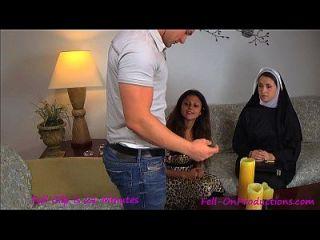 天主教修女媽媽媽媽媽媽和兒子。尼姑教授madisin lee訪問